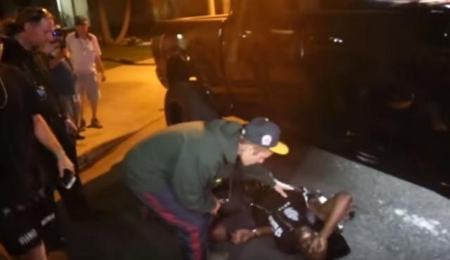 Justin Bieber blesse un paparazzi avec sa camionnette (vidéos)