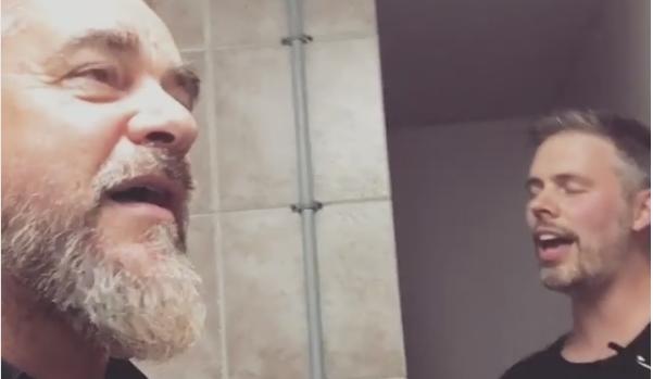 Jean-François Breau et Sylvain Cossette chantent sous la douche