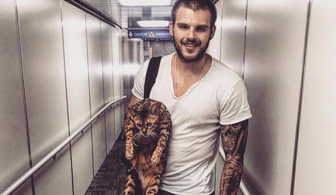 Alex Galchenyuk voyage avec son chat !