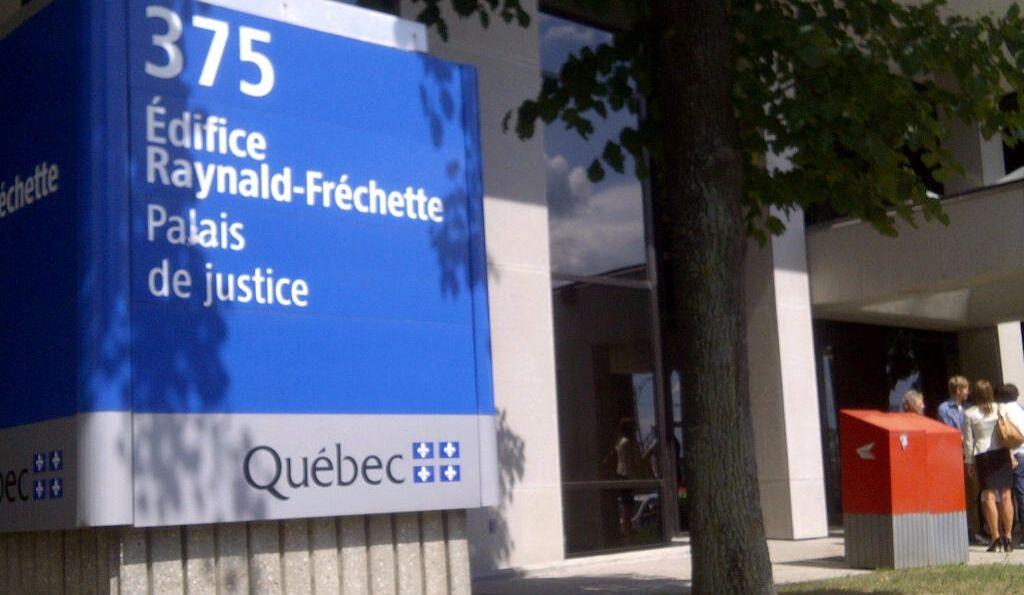 Retour au tribunal d'une femme accusée de contacts sexuels