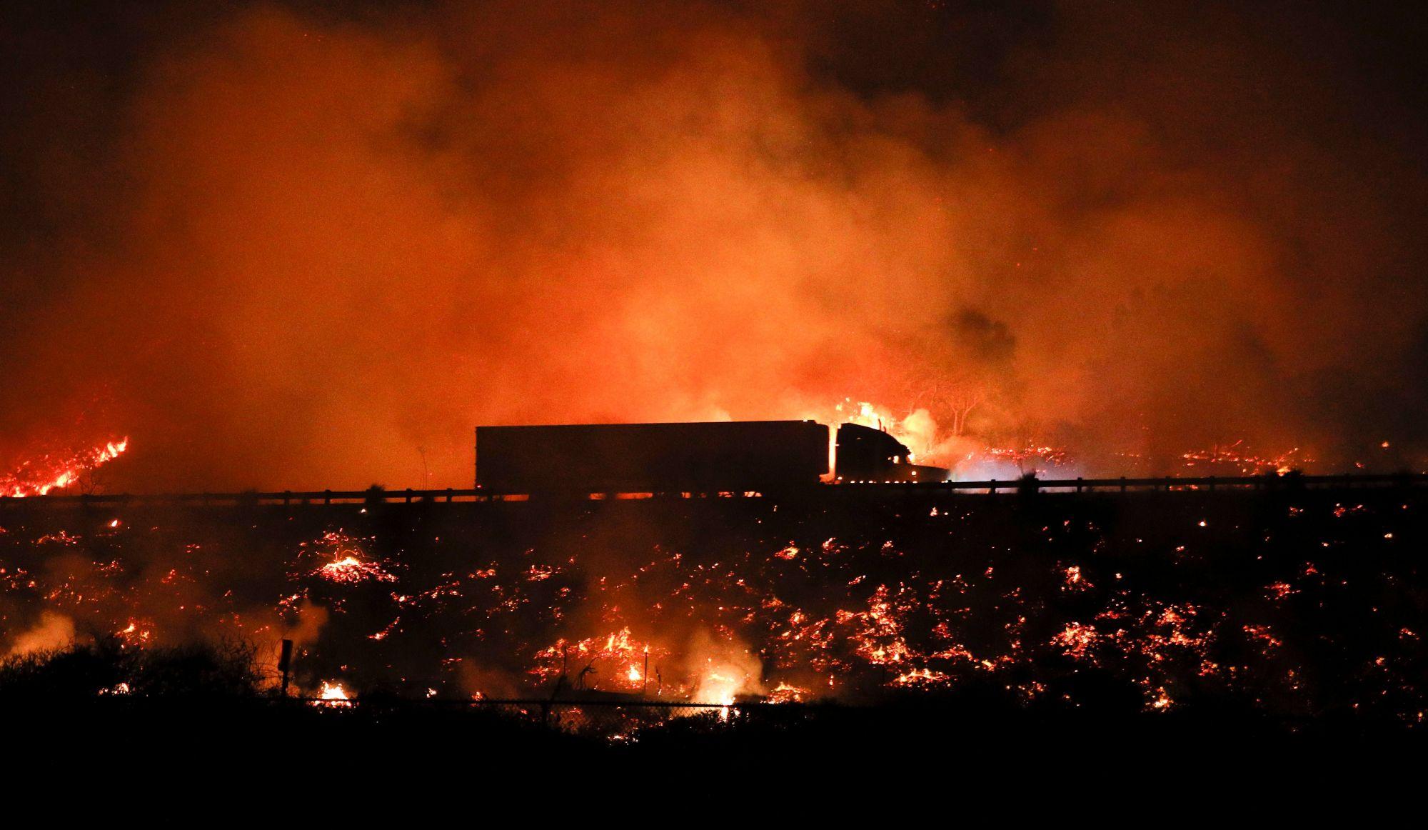 Feu de forêt destructeur à Los Angeles (vidéos)