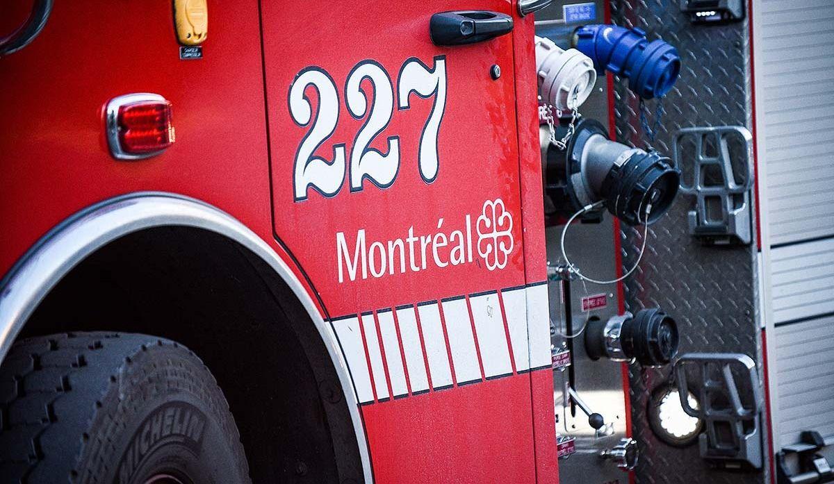 Un incendie fait rage au centre-ville de Montréal