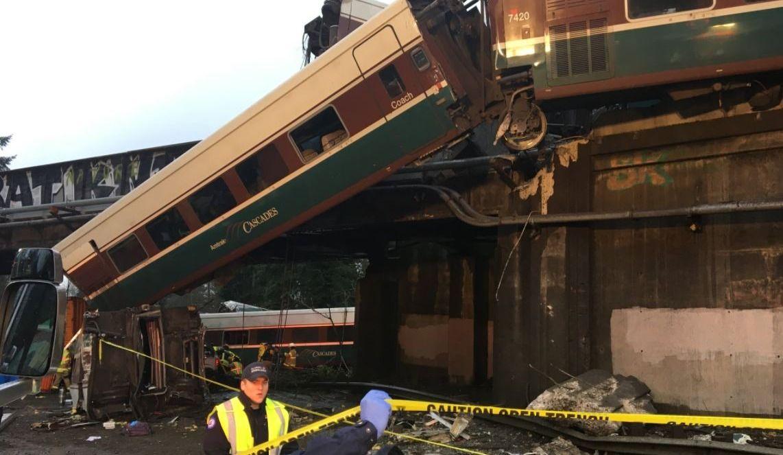 Le train qui a déraillé roulait à trois fois la vitesse permise(Photos)