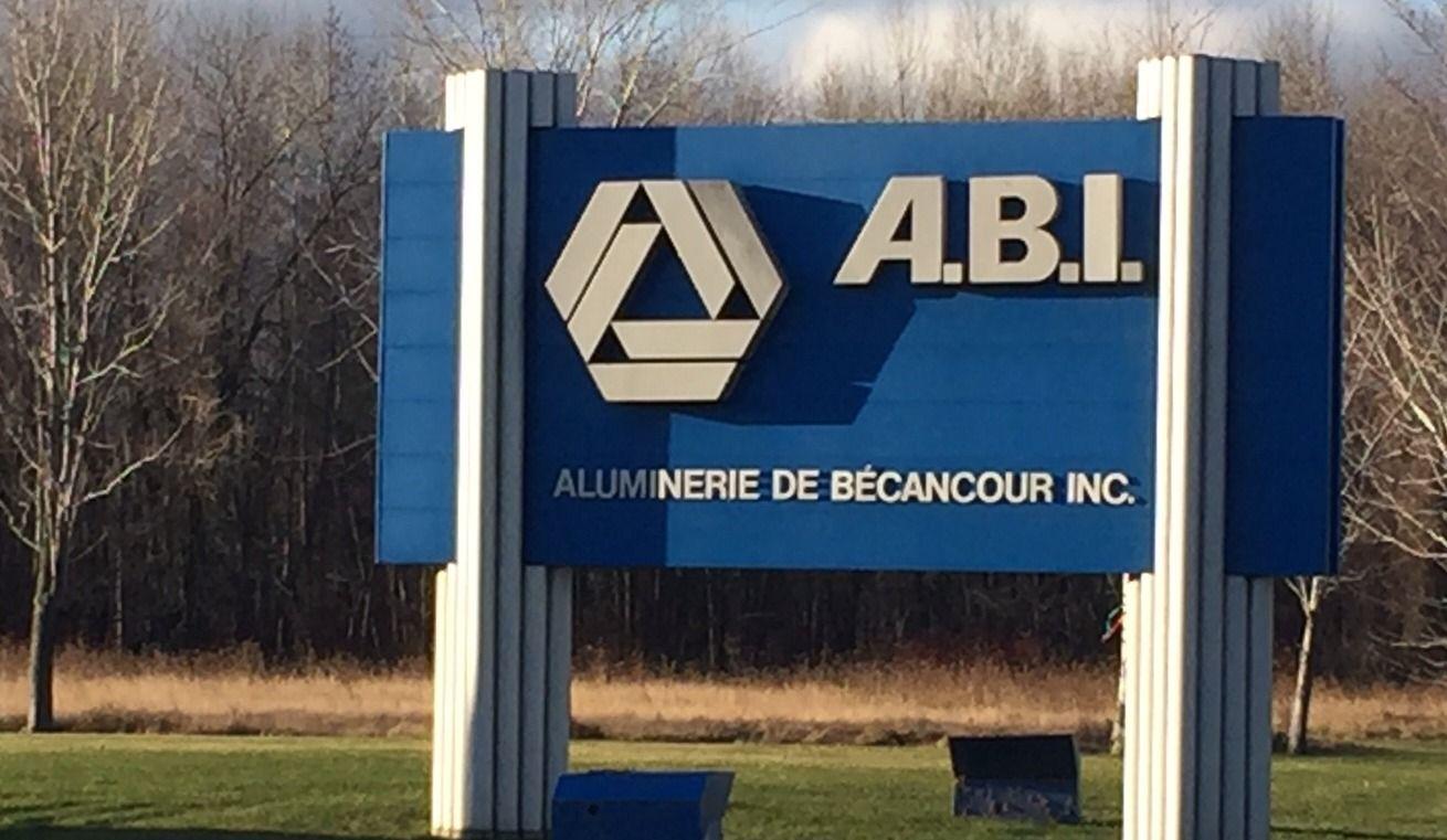 Lock-out à l'Aluminerie de Bécancour: Couillard prêt à appeler les deux parties