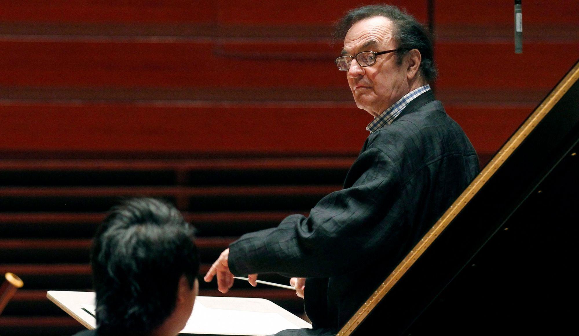 Lucien Bouchard touché par les témoignages concernant Dutoit