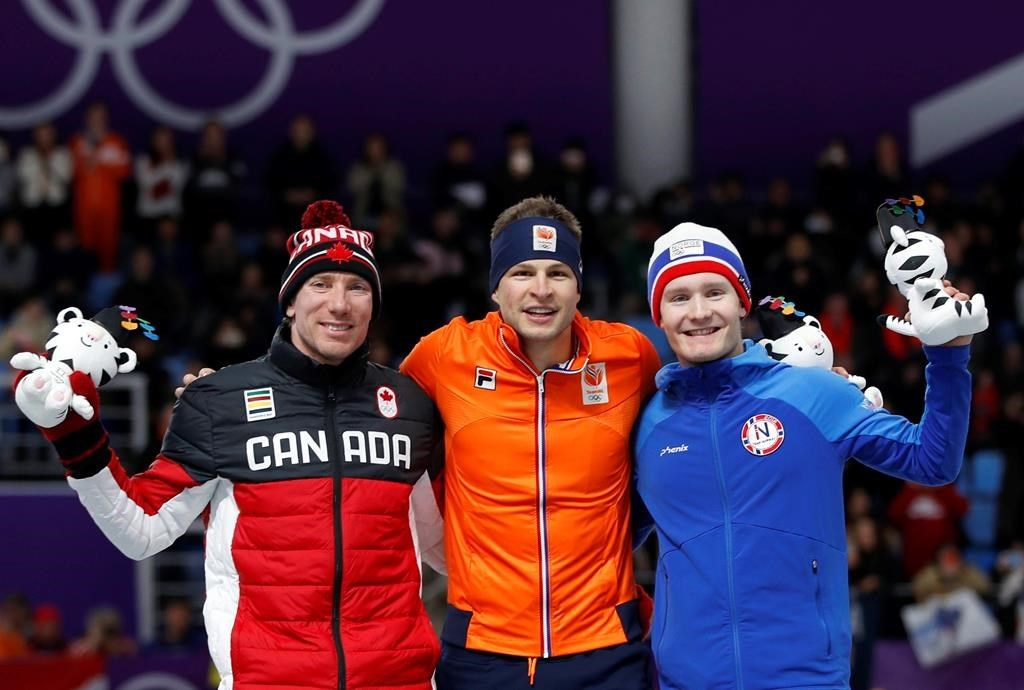 Le patineur de vitesse Ted-Jan Bloemen obtient la médaille d'argent