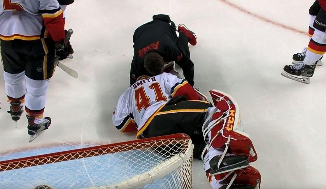 Les Flames gagnent, mais perdent Mike Smith (vidéo)