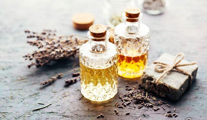 Petit guide sur les huiles hydratantes (+ une recette d'huile à massage maison à personnaliser!)