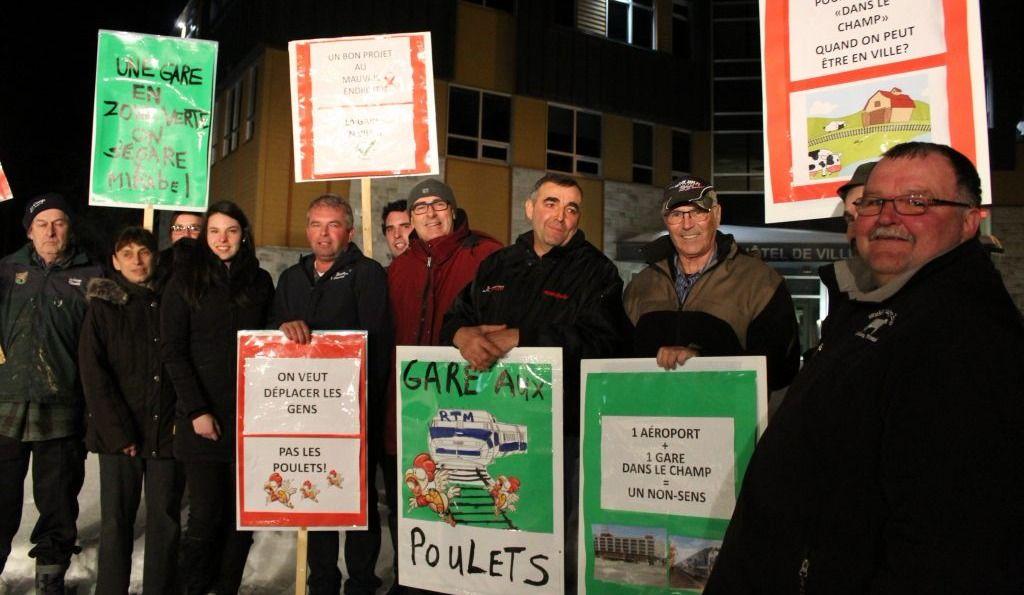 Gare de Mirabel: des agriculteurs mécontents du site se font voir