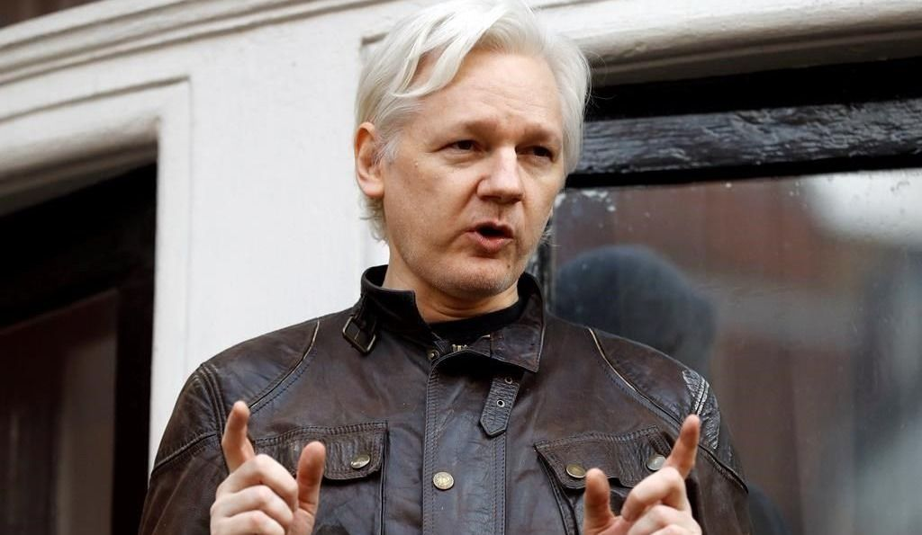 Mandat d'arrestation maintenu contre Julian Assange