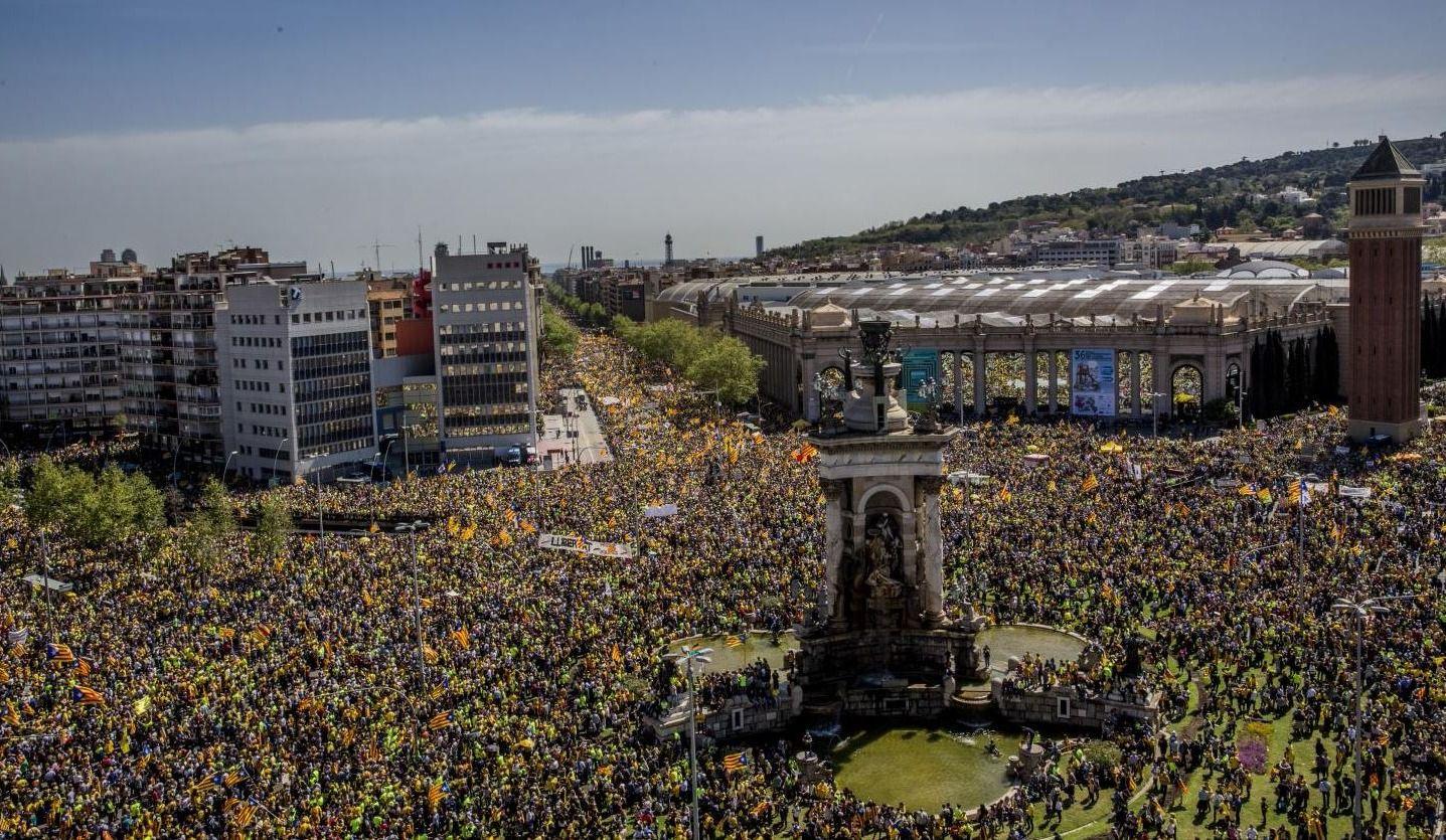 Barcelone: 300 000 personnes envahissent le centre-ville