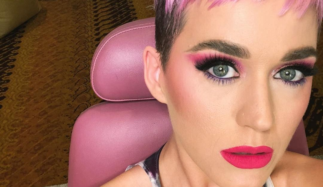 Katy Perry tries out showbiz's hottest new hair colour - pink!