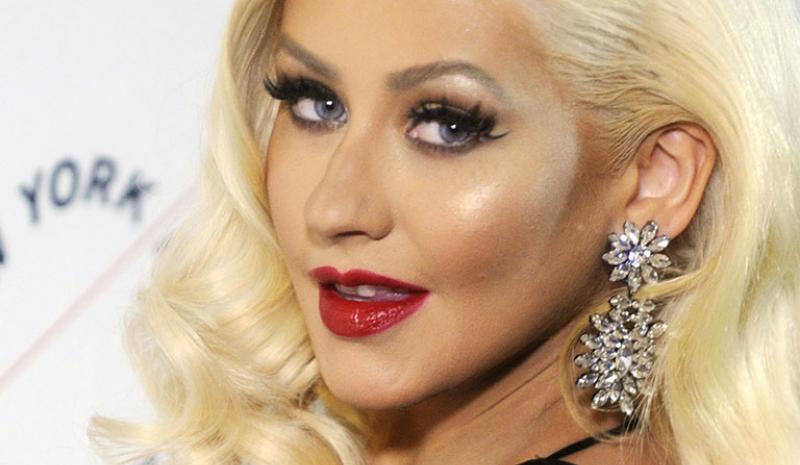 Après 6 ans d'absence, Christina Aguilera se couvre de glue dans son nouveau clip