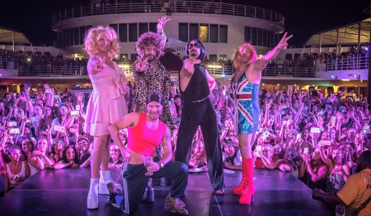 Les Backstreet Boys jouent les Spice Girls