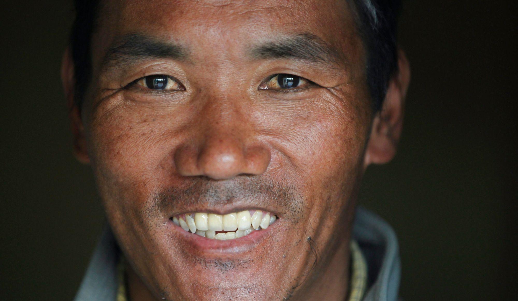 Un sherpa atteint le sommet de l'Everest pour la 22e fois
