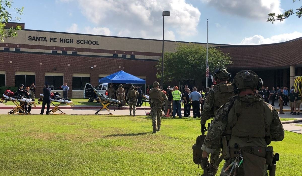 Dix morts et dix blessés à la suite d'une fusillade dans une école du Texas