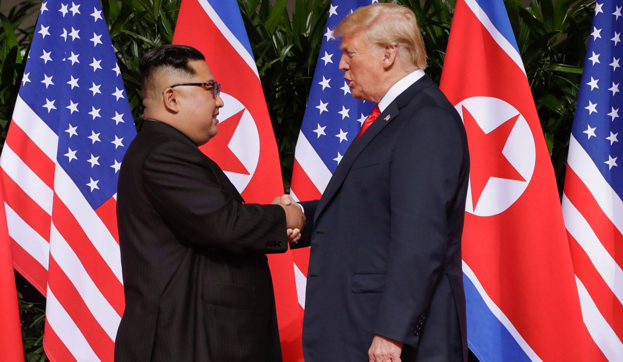 Poignée de main historique entreKim Jong-un et Donald Trump (vidéo)