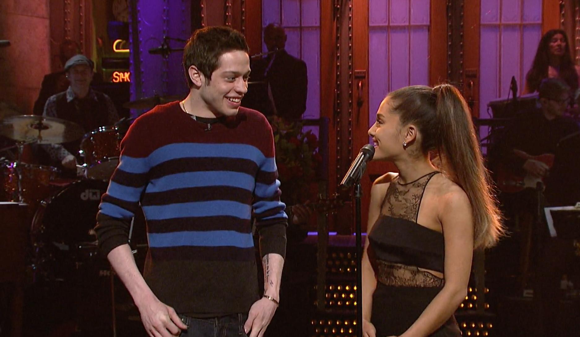 Une bague hors de prix pour Ariana Grande!