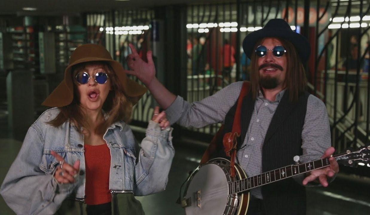 Christina Aguilera quête dans le métro