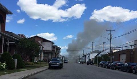 Important incendie à Shawinigan : 3 personnes transportées à l'hôpital