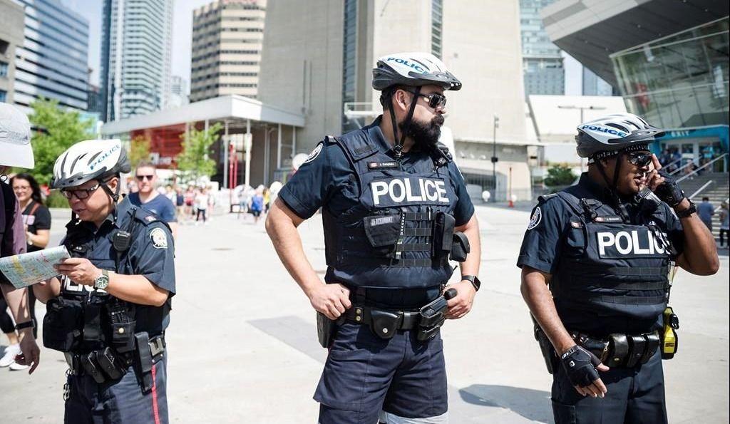 Violence: 200 policiers de plus patrouilleront les rues de Toronto dès cet été