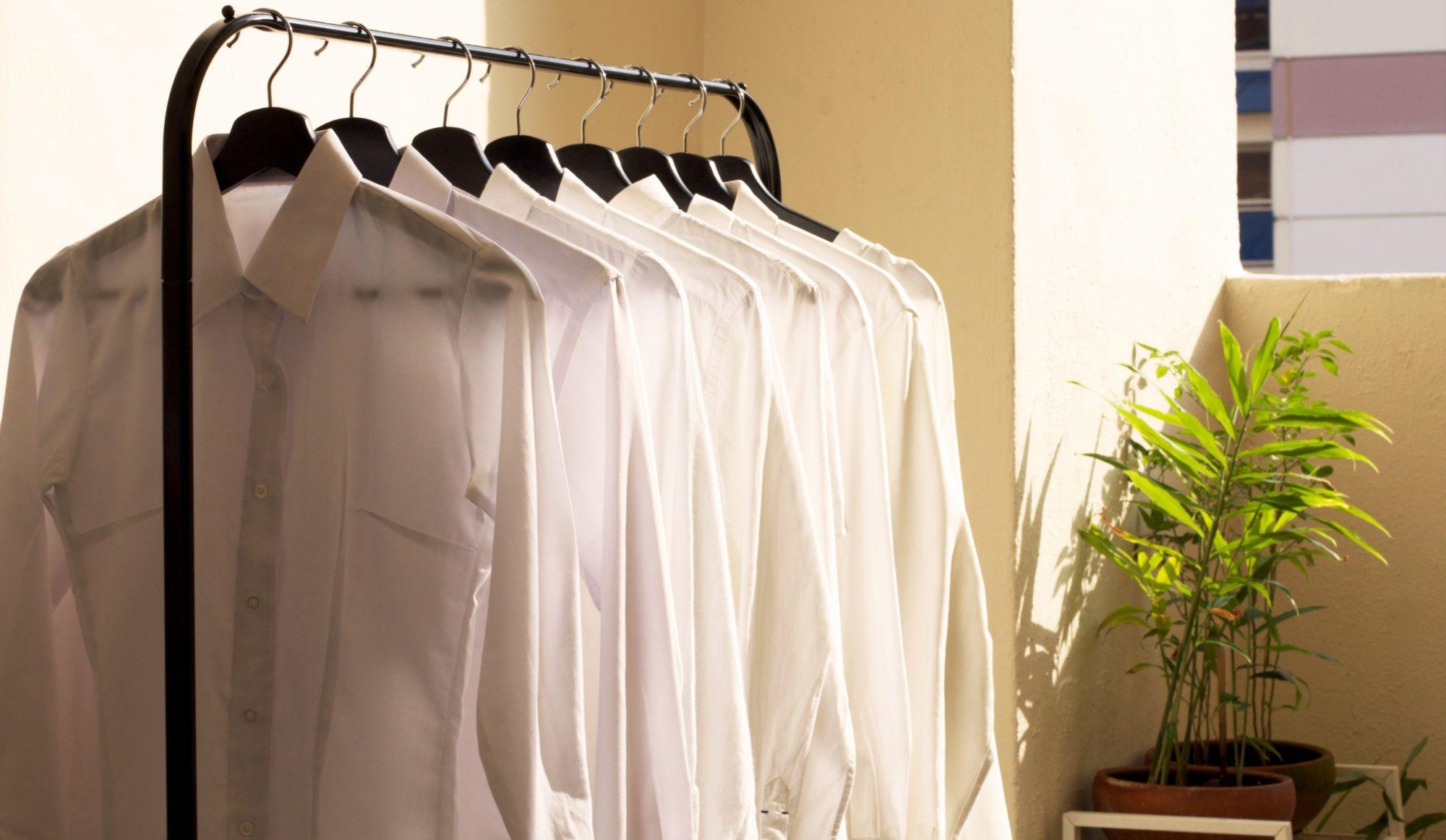 Vêtements tachés par la transpiration: 4 solutions efficaces