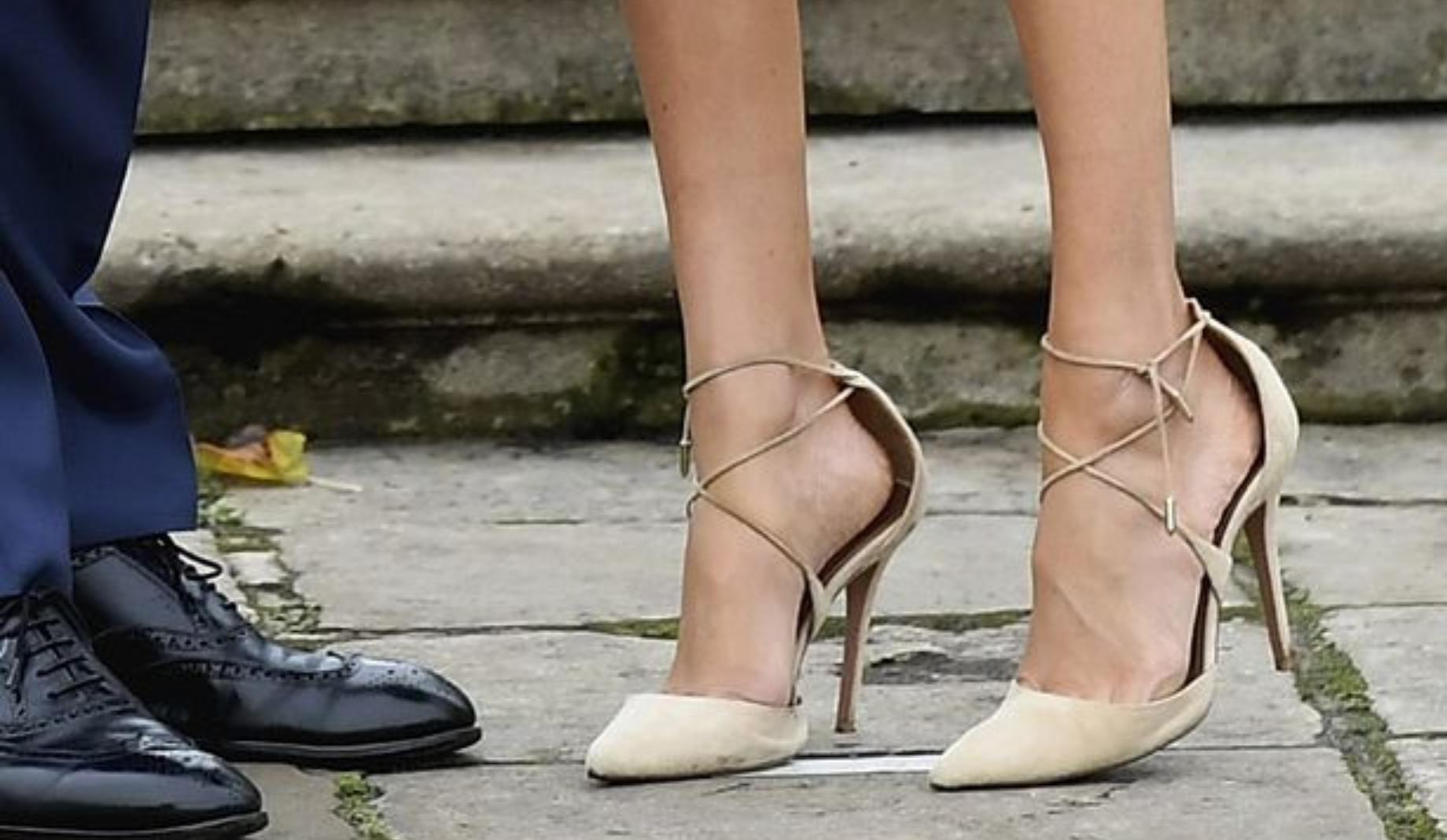 Porte Chaussure Derriere Porte porter des souliers trop grands est la meilleure chose à
